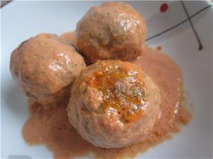 Тефтели в соусе, запеченные в духовке