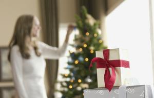 Куда деть ненужные подарки из-под елки?