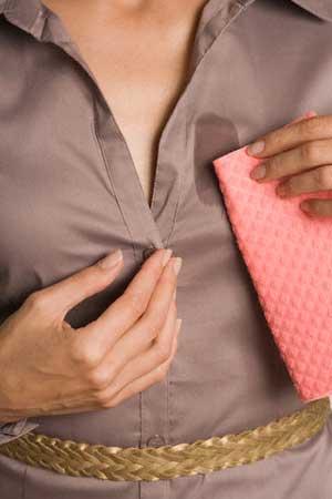 Как удалить пятна с одежды без моющих средств