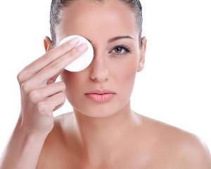 Домашнее средство для снятия макияжа с глаз