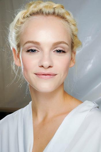 Как сохранить идеальный макияж жарким летом